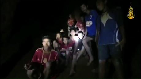 Les jeunes Thaïlandais bloqués dans une grotte depuis neuf jours ont été retrouvés vivants (VIDEO)