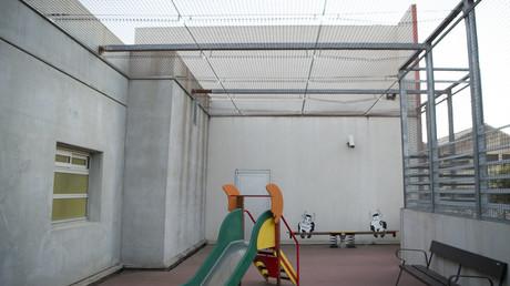 Un terrain de jeu dans le centre de rétention du Canet près de Marseille en novembre 2017.