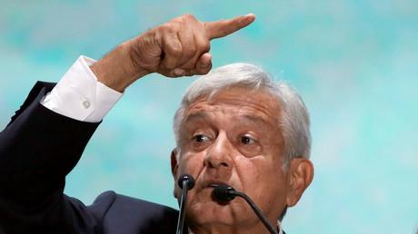 Le président élu du Mexique, Andres Manuel Lopez Obrador, s'adresse à ses partisans, à Mexico, le 2 juillet 2018