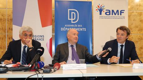 Le président de Régions de France Hervé Morin, le président de l'Assemblée des Départements de France Dominique Bussereau et François Baroin, président de l'Association des Maires de France le 3 juillet à Paris.
