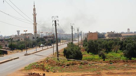 Colonnes de fumée dans le ciel de Deraa, en Syrie méridionale