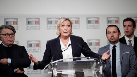 Marine Le Pen et des cadres du Rassemblement national en conférence de presse à Paris, avril 2018, illustration