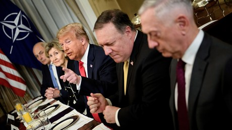 Le président américain Donald Trump assiste à un petit-déjeuner avec le secrétaire général et le personnel de l'Otan, à Bruxelles, le 11 juillet 2018.