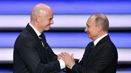 Gianni Infantino et Vladimir Poutine en décembre 2017 au moment de dévoiler le calendrier de la Coupe du monde