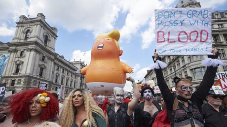 Des manifestants anti-Trump dans les rues de Londres (VIDEO)