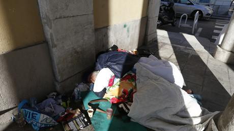 Nice : coupure d'eau et pétition face à la trop forte présence de SDF