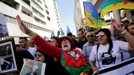 Manifestation contre la justice marocaine après l'emprisonnement du militant marocain et leader du mouvement Hirak, Nasser Zefzafi, et d'autres militants, dans la capitale du Maroc le 15 juillet 2018.