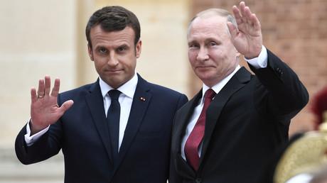 Le président russe Vladimir Poutine et le président français Emmanuel Macron  au palais de Versailles, près de Paris, le 29 mai 2017 (Image d'illustration)