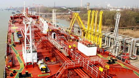 Un cargo pétrolier amarré au port de Yangzhou, dans  la province chinoise de Jiangsu en 2016 (illustration).