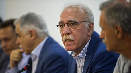 Dimitris Vitsas, ministre grec de la Politique migratoire, lors de son annonce sur la politique migratoire à Athènes le 18 juillet 2018