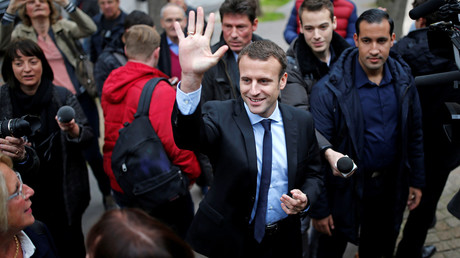 Alexandre Benalla (à droite d'Emmanuel Macron) le 28 octobre 2016, photo ©Benoit Tessier/Reuters