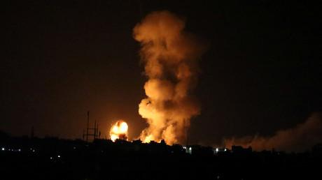 Une explosion après un tir israélien dans le sud de la bande de Gaza, le 20 juillet 2018