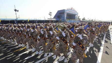 Soldats iraniens marchant lors d'une parade militaire à Téhéran en 2016.