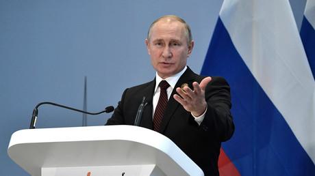 Le président russe Vladimir Poutine lors de la conférence de presse qu'il a tenu ce 27 juillet à Johannesbourg en Afrique du Sud.
