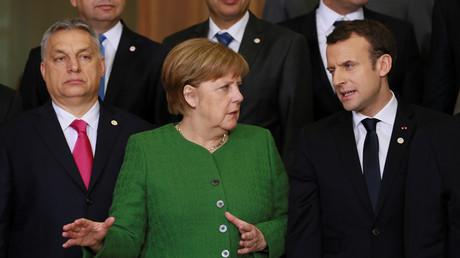 Le Premier ministre hongrois Viktor Orban avec la chancelière allemande Angela Merkel et le président français Emmanuel Macron