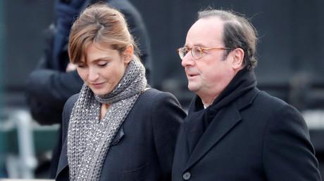 François Hollande et Julie Gayet quittent l'église de la Madeleine après les funérailles du défunt chanteur et acteur Johnny Hallyday à Paris, le 9 décembre 2017 (Image d'illustration.)