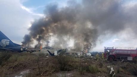 «Ouvrez la porte !» : le crash de l'avion d'Aeromexico vu de l'intérieur (VIDEO)