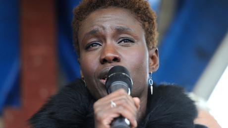 Rokhaya Diallo lors d'un discours à la journée internationale des migrants en 2014 (image d'illustration).