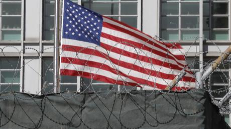 Le Guardian accuse d'espionnage une ex-employée de l'ambassade US à Moscou, le Secret Service dément