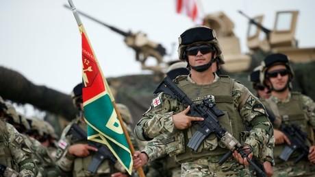 Des militaires géorgiens participent à des exercices militaires dirigés par l'OTAN, en février 2018