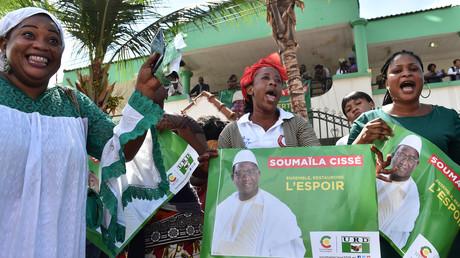 Des partisans du chef de l'opposition malienne et candidat à l'élection présidentielle Soumaïla Cissé, le 13 août 2018 à Bamako au Mali.