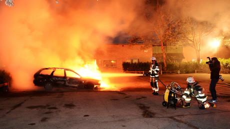 Suède : 80 voitures brûlées Göteborg à un mois des législatives (VIDEO)