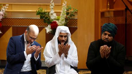 Dans une mosquée de Manchester, des musulmans prient pour les victimes de l'attentat djihadiste au lendemain de l'attaque (image d'illustration).