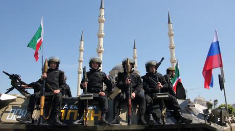 Des officiers des forces spéciales de la police lors du défilé du Jour de la victoire en Tchétchénie, le 9 mai 2012 (Image d'illustration).