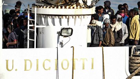 Le Diciotti accoste en Sicile avec 177 migrants à bord, Rome demande à l'UE d'«accomplir sa part»