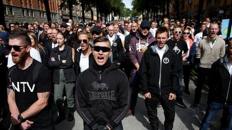 300 néonazis du Mouvement de résistance nordique se rassemblent à Stockholm (IMAGES)