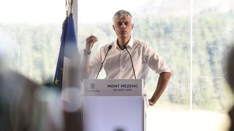 Le président du parti Les Républicains (LR), Laurent Wauquiez, prononce un discours au Mont-Mézenc, dans le centre de la France, le 26 août 2018.