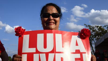 Une Brésilienne demande la libération de l'ancien président brésilien Silva lors d'une manifestation le 15 août 2018 (image d'illustration).