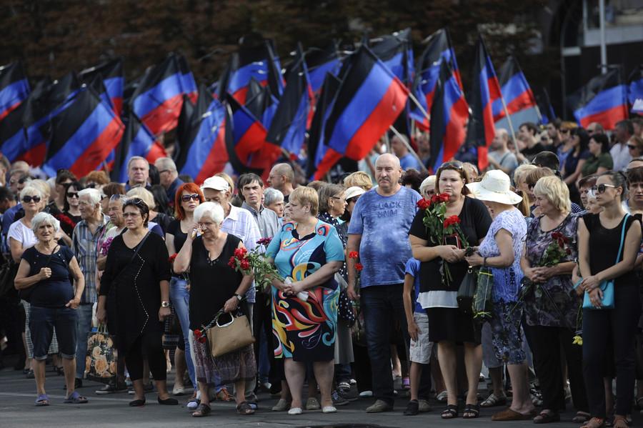 Donetsk : 120 000 personnes rassemblées pour rendre hommage à Alexandre Zakharchenko (IMAGES)