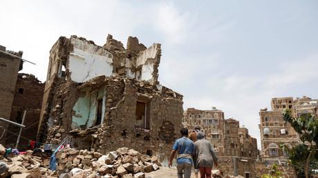 Civils dans des ruines de Sanaa (image d'illustration).