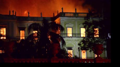 Brésil : le musée national ravagé par un violent incendie, 20 millions d'œuvres détruites