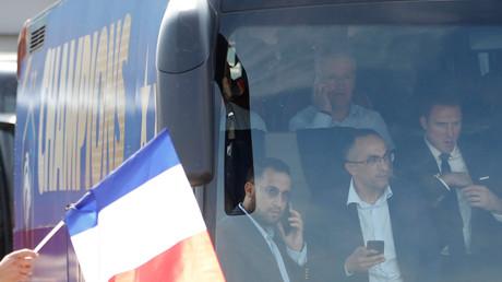 Alexandre Benalla dans le bus des Bleus le 16 juillet, illustration