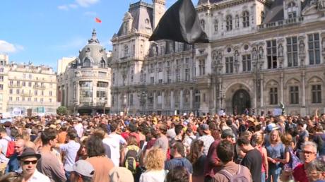Marche pour le climat : des milliers de manifestants défilent à paris