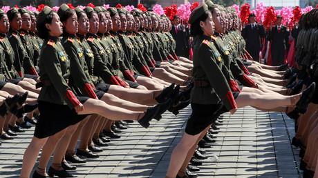 70 ans de la Corée du Nord : défilé militaire sans missiles balistiques (mais avec Gérard Depardieu)