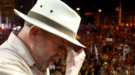 Brésil : Lula abandonne la course à la présidentielle, son colistier candidat