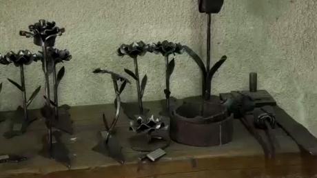 Un artiste israélien transforme des débris d'armes en œuvres pour la paix