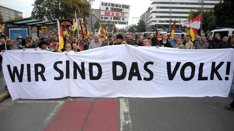 Manifestants anti-immigration à Chemnitz en Allemagne, le 7 septembre 2018, défilant sous la bannière «Nous sommes le peuple» (image d'illustration).