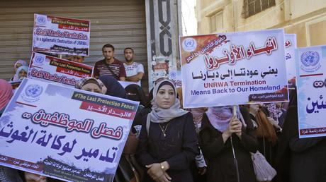A Gaza, des milliers de personnes défilent contre la réduction du personnel de l'UNRWA