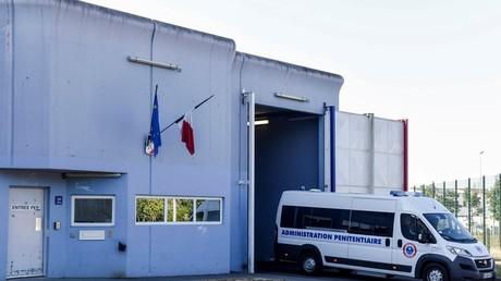 Un véhicule pénitentiaire quitte la maison d'arrêt de Rennes-Vezin (image d'illustration).