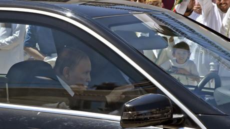 Le président algérien Abdelaziz Bouteflika se rend à l'inauguration d'une école religieuse dans la périphérie d'Alger, le 15 mai 2018 (image d'illustration).