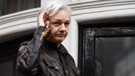 Julian Assange s'exprime depuis le balcon de l'ambassade de l'Equateur à Londres le 19 mai 2017 (image d'illustration).