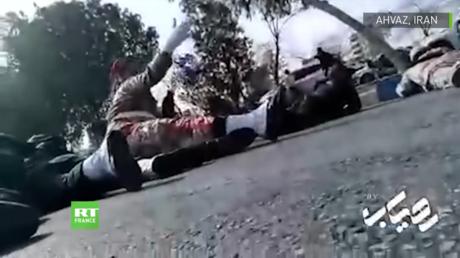 Attentat en Iran : le moment où les assaillants font feu sur la foule capturé en vidéo (IMAGES CHOC)