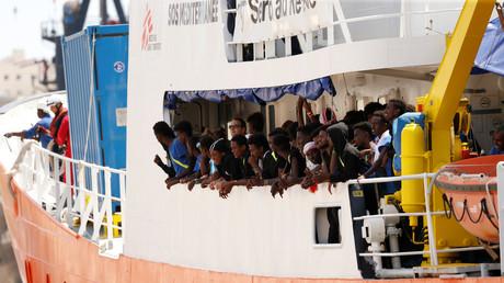 Migrants à bord de l'Aquarius dans un port de Malte en août 2018.