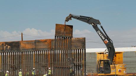 Les Etats-Unis construisent un mur de séparation avec le Mexique (long de 6,5 kilomètres)