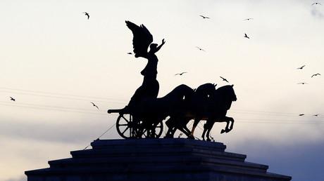 Statue de la victoire au sommet du monument à Victor-Emmanuel II à Rome (image d'illustration).