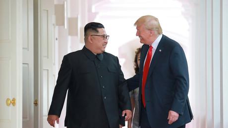 Donald Trump et Kim Jong-un lors de leur premier rendez-vous, le 12 juin 2018.